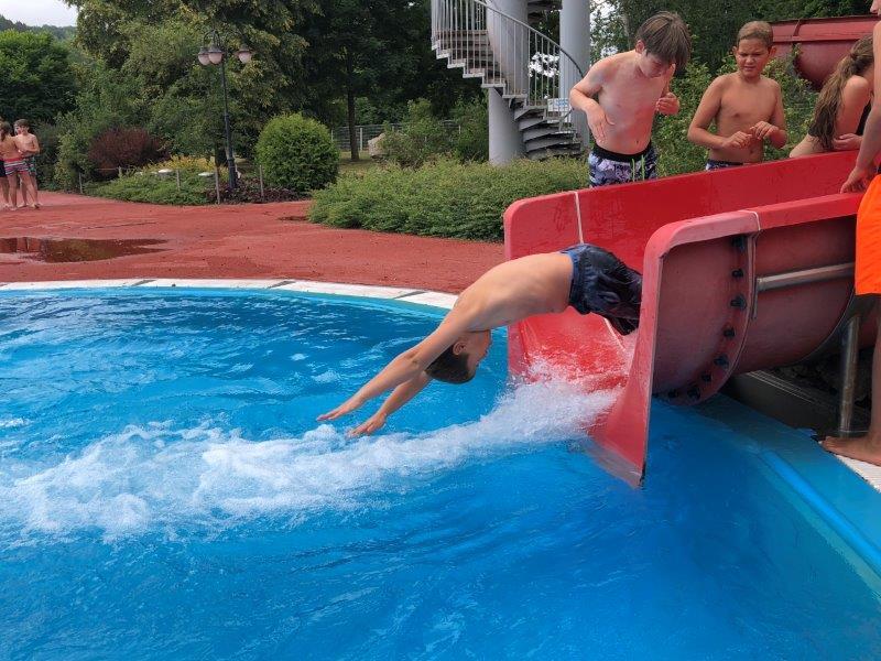 Kompaktkurs Schwimmen der 6. und 9. Klassen